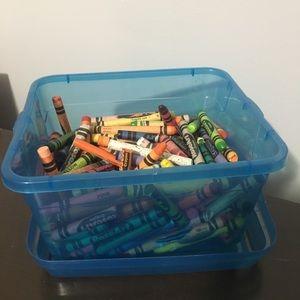 🎁must bundle 🎁 free or on sale Crayola Box